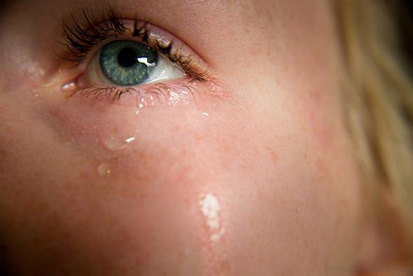 花粉症は目のかゆみや涙がでる