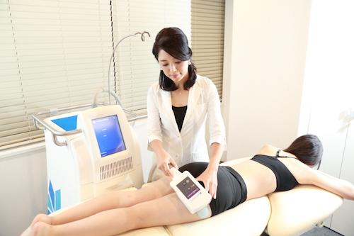痩身治療をする下島久美子先生