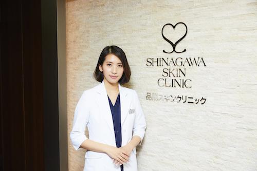 藤井聡美先生と品川スキンクリニック銀座院エントランス