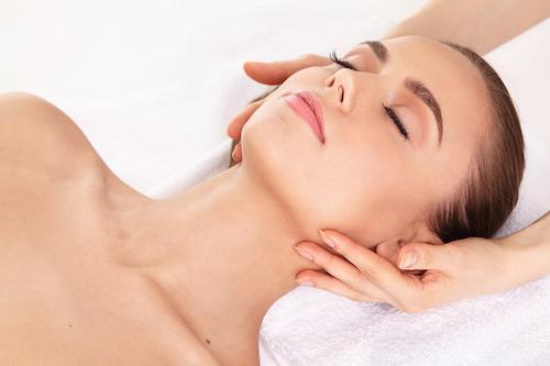美容皮膚科で行われているケミカルピーリング