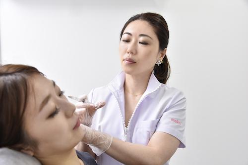 注入治療する八重洲形成外科・美容皮膚科・矢沢真子先生