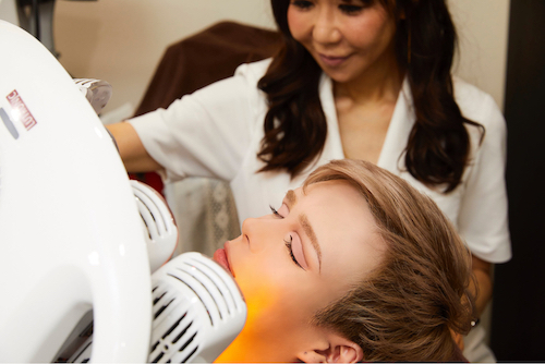 美肌治療を受けるMatt kuwata